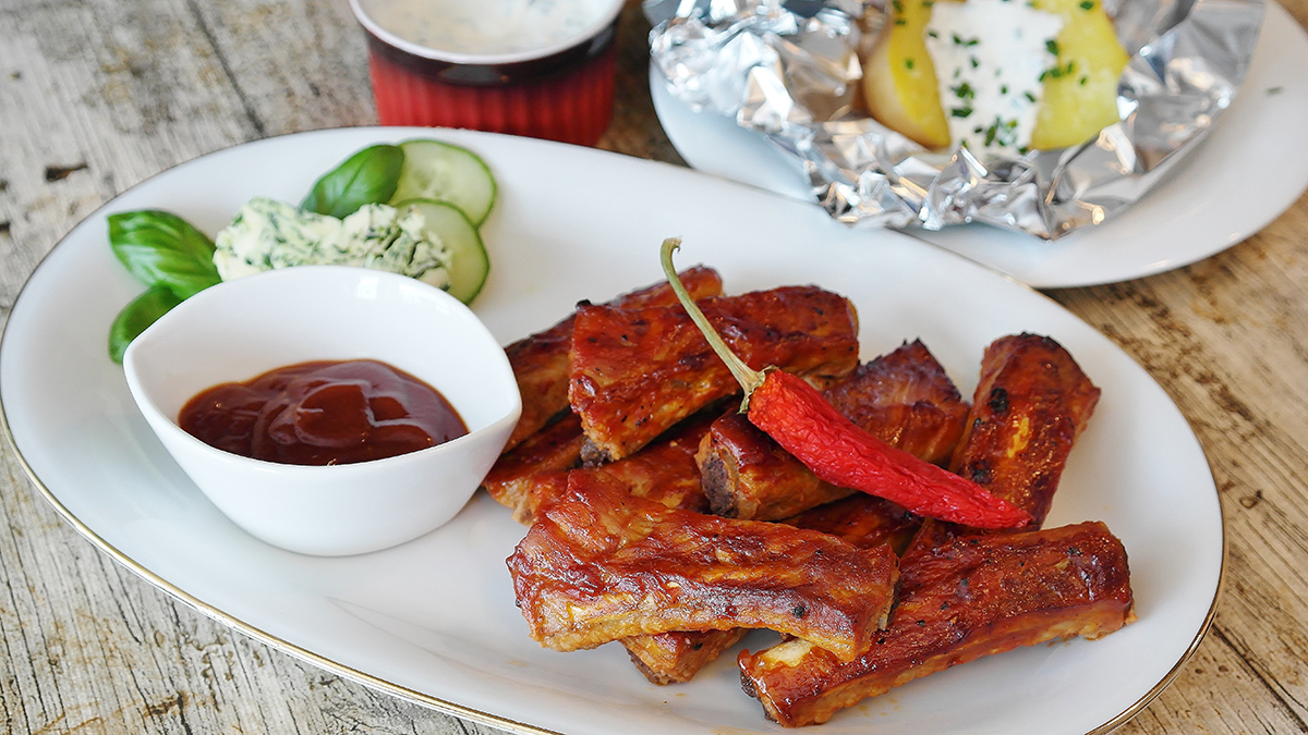 Platter with BBQ ribs and sauce
